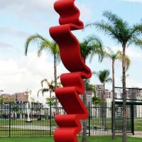Tomie Ohtake. Conheça um pouco do legado da artista plástica que decorou São Paulo.