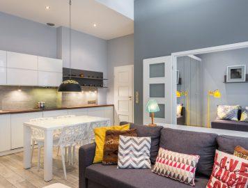 Foto de um apartamento pequeno com ambientes integrados