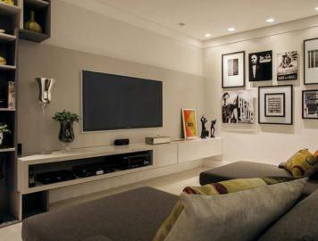 sala com painel de TV