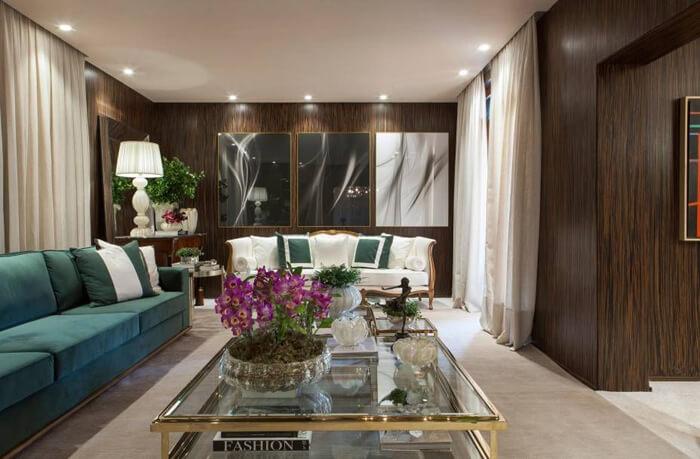 imagem de uma sala de luxo com sofá grande