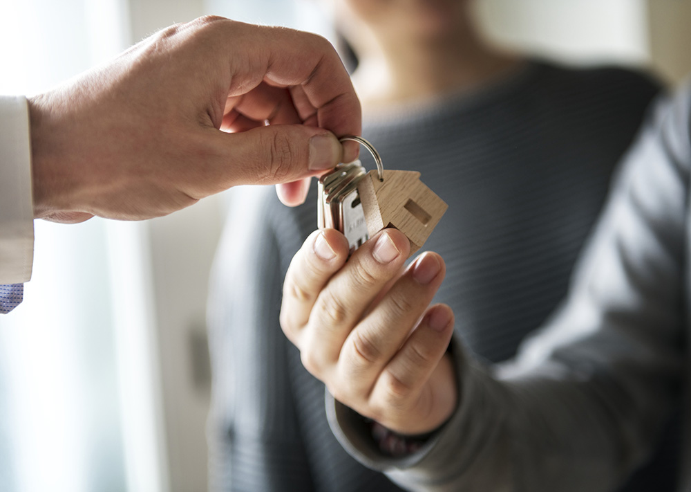entregando as chaves da casa
