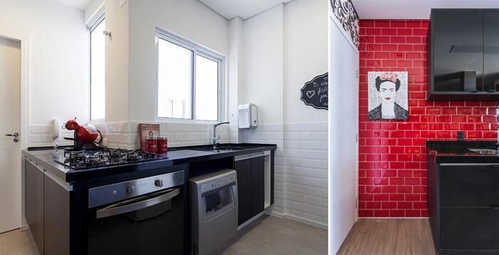 imagem de uma cozinha preta com azulejos a vista brancos e vermelhos