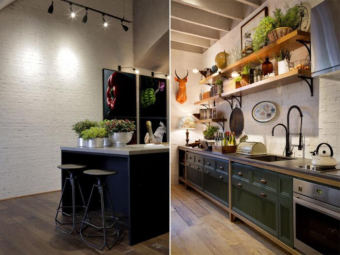 imagem de cozinhas com padrões industriais e parede de tijolo à vista branca ao fundo