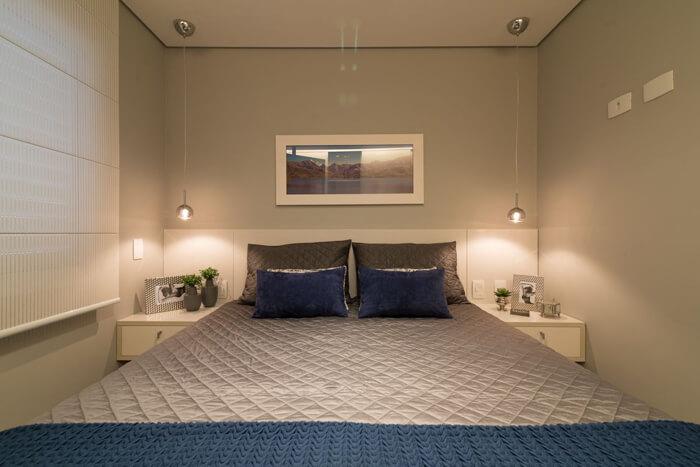 quarto de casal moderno, com um pendente em cada lado da cama
