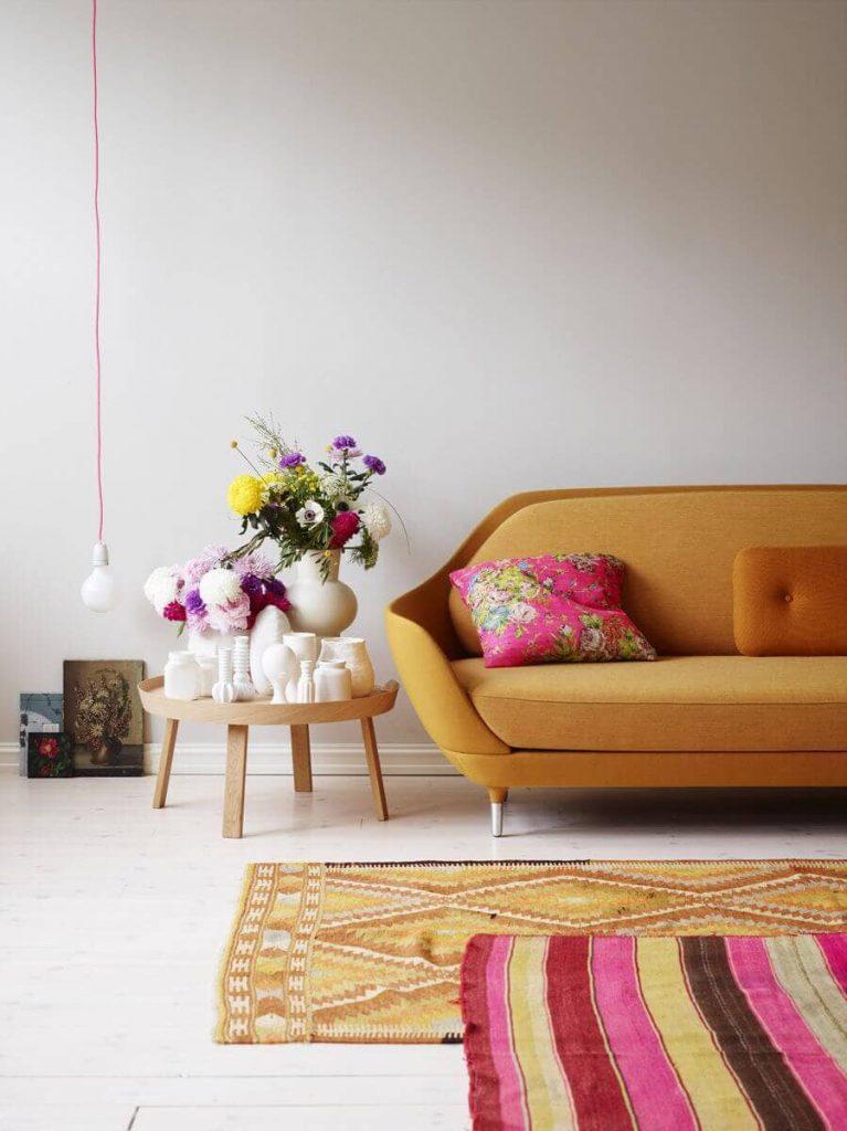 decoração da sala com sobreposição de tapetes