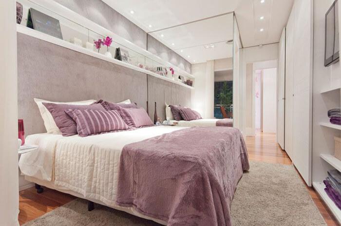 imagem de um quarto com cama box de casal