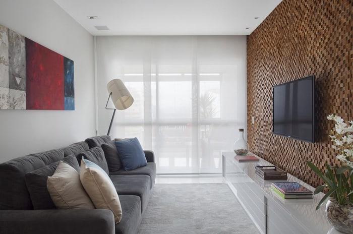 Imagem de uma sala de estar com uma luminária super moderna