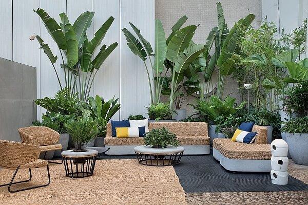 Imagem varanda com plantas na decoração
