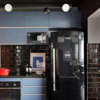 Ouse na decoração de casa: aposte em um modelo de geladeira na cor preta!