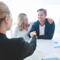 Taxas de juros menores: é hora de investir em imóveis?