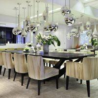 Espelhos na sala de jantar: um toque de satisfação