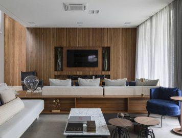 Painel para TV com ripas de madeira: um toque de classe para a sua sala