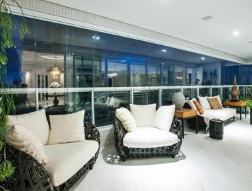 Janelas e portas de vidro: confira as melhores soluções para a limpeza destas grandes superfícies transparentes